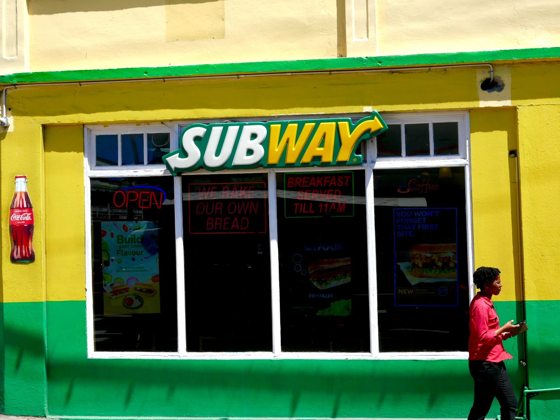subway-restaurant-facade