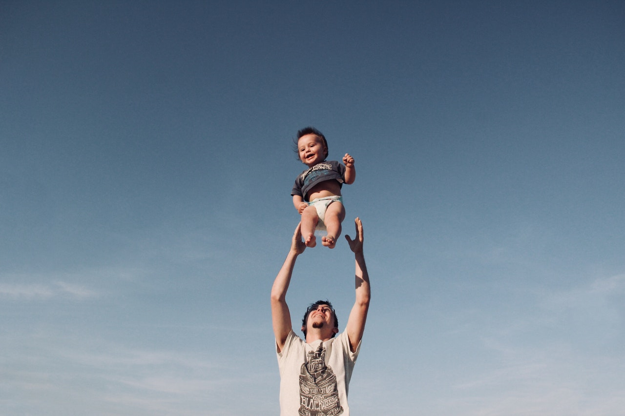 father throwing kid in to the air